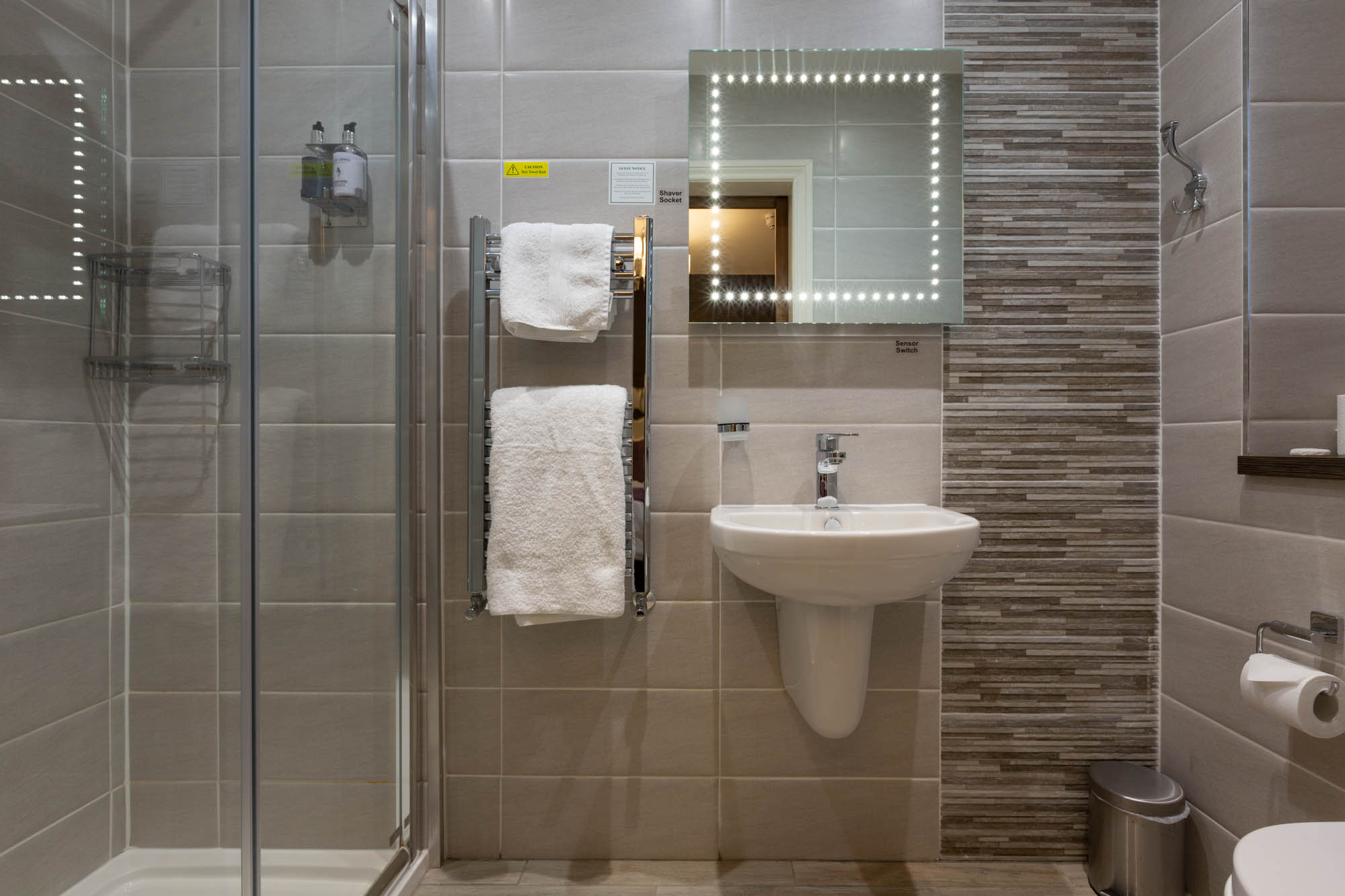 Double Room Bathroom with Shower